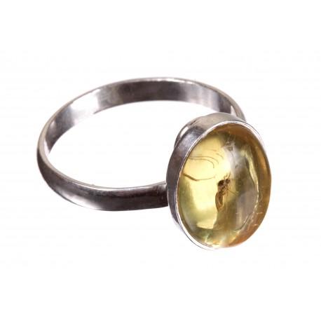 Sidabrinis žiedas su gintaro inkliuzu