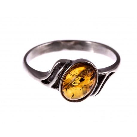 """Sidabrinis žiedas su gintaru """"Saulės spindulys"""""""