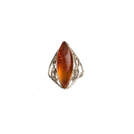 Antikvarinis metalinis žiedas su konjakiniu gintaru.