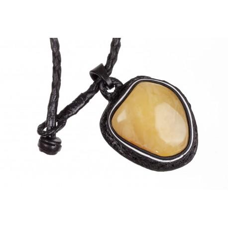 Juodos odos koljė su geltonos ir citrininės spalvos gintaru