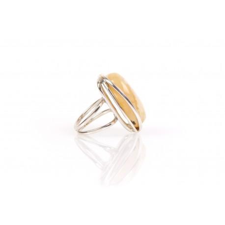 """Sidabrinis žiedas su baltu Baltijos jūros gintaru """"Snieguolė"""""""