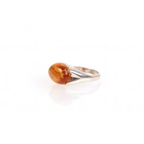 Sidabrinis žiedas su konjakinės spalvos gintaru