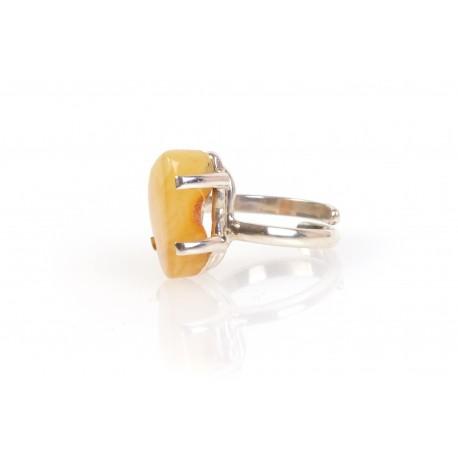 Sidabrinis žiedas su geltonu gintaru