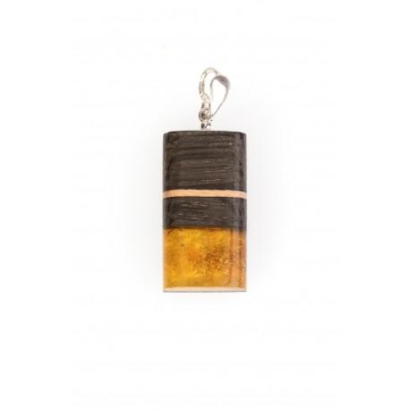 Gintaro - medžio pakabukas