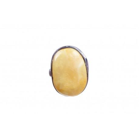 Sidabrinis žiedas su geltono gintaro įsodu