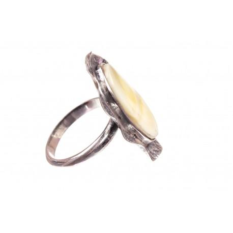 Gintaro - sidabro žiedas su baltu gintaro įsodu