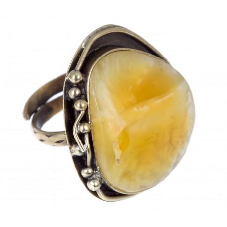 Žalvarinis žiedas su geltonuoju gintaru