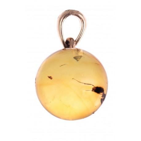 Auksinis pakabukas su gintaro inkliuzu