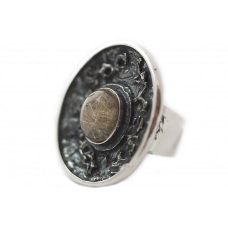 Vienetinis sidabro žiedas su kvarcu