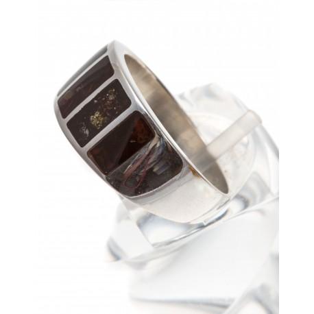 Sidabrinis žiedas su tamsiai rudu gintaru