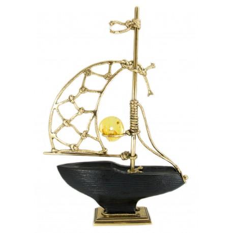 """Gintaro, medžio ir bronzos kompozicija """"Laivas su bure"""""""