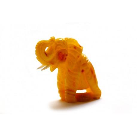 """Geltonojo gintaro figūrėlė """"Keliaujantis dramblys"""""""