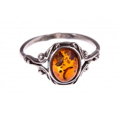 """Sidabrinis žiedas su gintaru """"Geismas"""""""