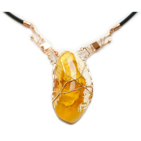 gintarinis pakabukas su aukso gijomis