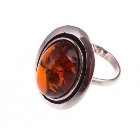 Sidabrinis pailgo ovalo formos žiedas su konjakiniu gintaru