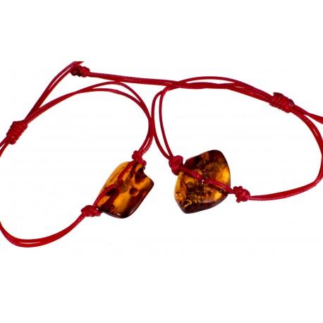 Raudono siūlo apyrankė su gintaru