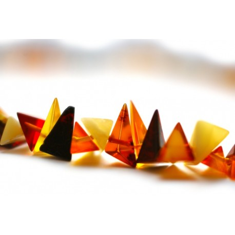Įvairiaspalviai trikampio formų gintaro gabalėlių karoliai