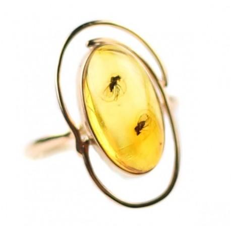 Auksinis žiedas su gintaru ir inkliuzais