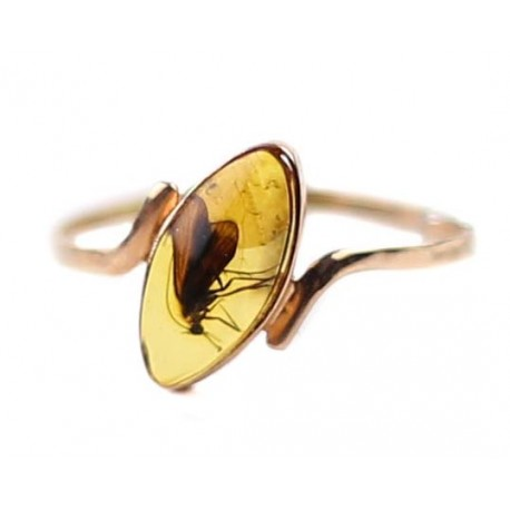 Aukso žiedas su gintaro inkliuzu