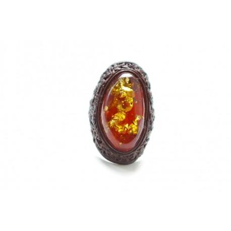 Rudos odos žiedas su vaiskiu konjakinės spalvos gintaru