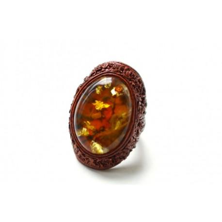 Šviesiai rudos spalvos žiedas su konjakiniu gintaru