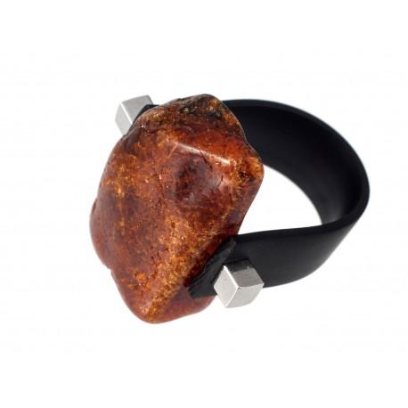 Gintarinis žiedas su kaučiuku