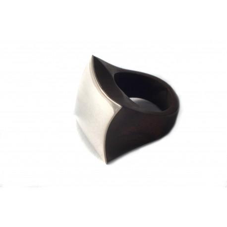 Medinis žiedas su sidabru