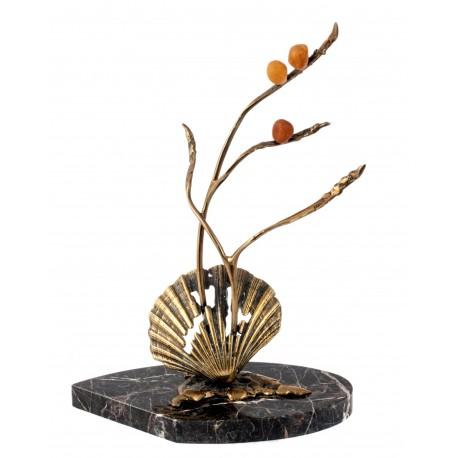 Marmuro, bronzos ir gintaro kompozicija