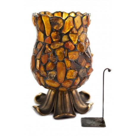 Žvakidė, dekoruota natūraliu Baltijos gintaru